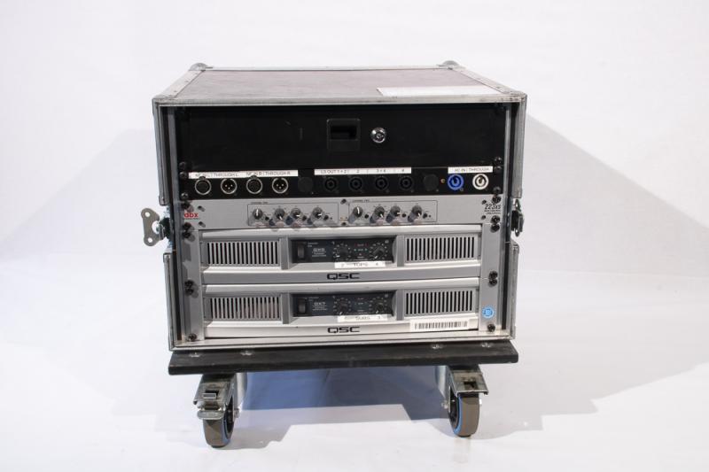 Systemrack, bestehend aus QSC GX7 & GX5, sowie DBX 223 XS
